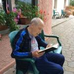 Attività all'aperto in casa di riposo Villa del Sole tra Pistoia e Prato